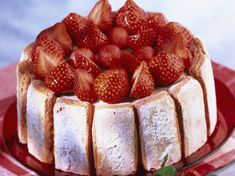 Strawberry Shortcake easy pink biscuits and mascarpone: discover the cooking recipes of Current Woman MAG Source by mireillemoreaux Pastry Recipes, Dessert Recipes, Cooking Recipes, Charlotte Au Fruit, Biscuits Roses, Good Food, Yummy Food, Banoffee, Strawberry Shortcake