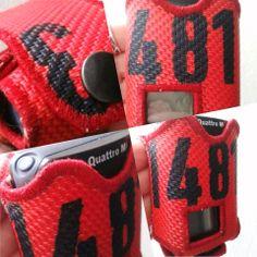 Swissphone Quattro Meldertasche aus Feuerwehrschlauch in rot