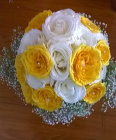 Yellow and white roses, with pearl inserts & baby breath Bride Bouquet #rosebabybreathbouquet #yellowhiterosebouquet #whiteyellowbouquet MyBouquet Las Vegas