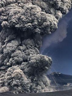 Eruption of Eyjafjallajökull #7, 2010, Iceland // Hans Beach