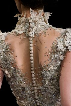 More Couture - analife: Ziad Nakad // Haute Couture - Spring 2017 Elie Saab Couture, Haute Couture Dresses, Haute Couture Fashion, Spring Couture, Style Couture, Couture Details, Look Fashion, Fashion Show, Fashion Details