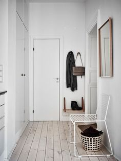 Garderobe & Flur Hee chair by HAY. Without a seat, there is no hallway: first storage for bag, seat Hallway Inspiration, Interior Inspiration, Hallway Decorating, Interior Decorating, Decoration Hall, Minimal Home, Scandinavian Interior, Danish Interior, Hygge