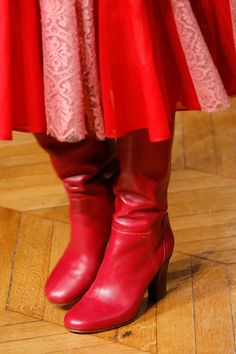 See all the Details photos from Valentino Autumn/Winter 2017 Ready-To-Wear now on British Vogue Winter 2017, Fall Winter, Autumn, Valentino Boots, Fashion Details, Fashion Boots, Casual Chic, Designer Shoes, Rubber Rain Boots