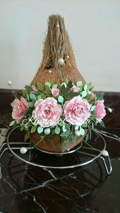 Nariyal decoration for wedding Wedding Gift Baskets, Wedding Gift Wrapping, Unique Wedding Gifts, Desi Wedding Decor, Home Wedding Decorations, Thali Decoration Ideas, Basket Decoration, Coconut Decoration, Marriage Decoration