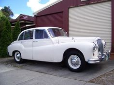 1956 daimler 104. Not as nice as earlier Daimlers. Guy doesn't answer his questions. Top of budget. In Vic