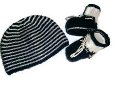 """bonnet bébé laine tricot et ses petits chaussons assortis """"petit marin""""0/ 3 mois en vente ici : http://www.alittlemarket.com/boutique/les_tricots_de_sylvie-266172.html"""