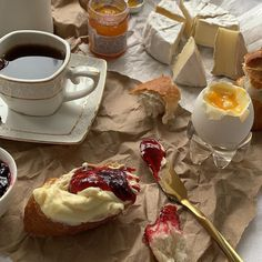 Food And Drink Breakfast - Recipes Think Food, I Love Food, Good Food, Yummy Food, Le Diner, Food Goals, Cafe Food, Aesthetic Food, Aesthetic Beauty