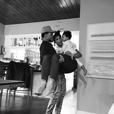 """443.4k Likes, 4,413 Comments - Chance The Rapper (@chancetherapper) on Instagram: """"No matter what we are, we're always family 💪🏾👨👩👧"""""""