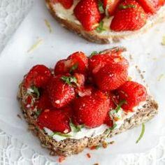 Aardbeien op brood - zoete versie   Smaakmakend