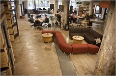 layout - might we consider having a social area in the middle of the big room and workstations around it? too distracting? Creative Office Space, Cool Office, Workspace Design, Office Workspace, Office Open Plan, Co Working, Learning Spaces, Classroom Design, Coworking Space