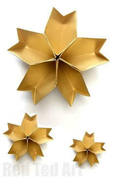 Easy Origami Paper Bowl. A great Christmas Party Decoration. Use as part f your table decor (actually would be great for New Year's Eve Decor too!). Love these Paper Star Bowls! And an easy origami DIY too!
