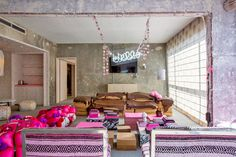 WHHHHAAAAT??!! Check out the suite. LINE HOTEL HELLO KITTY !