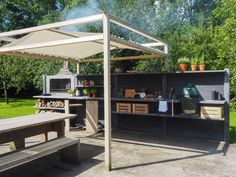 WWOO outdoor kitchen in anthracite with the bar segment, the WWOO barstools, the braai and the WWOO canopy