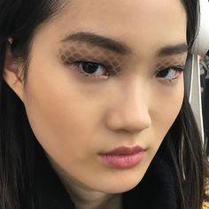 Pin for Later: Hat eigentlich niemand das Augenmakeup bei der Chanel Modenschau bemerkt?