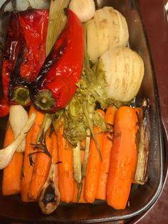 Vendégváró tepsis csirke, sült zöldségekkel Pot Roast, Carrots, Ale, Stuffed Peppers, Chicken, Meat, Vegetables, Ethnic Recipes, Food