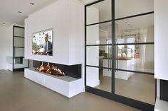 [ Black steel doors ]  De zwarte stalen deuren zorgen in open vorm voor veel doorkijk en openheid, maar in gesloten vorm ook voor een bescheiden afsluiting.  Al het door Van Egmond ontworpen maatwerkinterieur is gerealiseerd door Logge.  #doors #steel #Logge #VanEgmond #black #interiordesign #maatwerkinterieur #afsluiting #modern