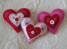 FeltSewGood: Seeing Red! Embellished pink, red and white felt hearts
