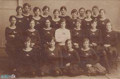arkiv.dk | Gymnastikpiger fra Vig - ca. 1920