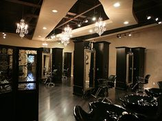 I love the separation between the shampoo area and the rest of the salon! love that you can see through it too!