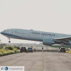 China Airlines runway - by Boeing Aircraft, Passenger Aircraft, Boeing 777, Boeing Planes, Air Jamaica, Helicopter Cockpit, International Civil Aviation Organization, Air China, Airplane Flying