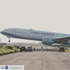 China Airlines B777...Airport runway - by @jose_molina1992