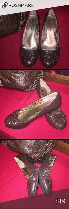 Gorgeous Chinese Laundry shoes chestnut brown Awesome pair of shoes for work or play, gently used and well car for. It has small wear signs barely visible lovely shoes Chinese Laundry Shoes Heels