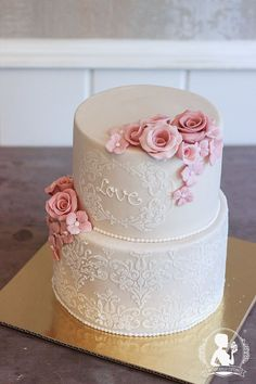 Vintage wedding cake - light pink roses, hydrangeas, stencil cake