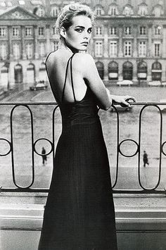 Margaux Hemingway in jersey dress by Dior Boutique photo by Helmut Newton Paris French Vogue October 1975 Margaux Hemingway, Ernest Hemingway, Charlotte Rampling, Paolo Roversi, Terry Richardson, Annie Leibovitz, Mario Testino, Glamour, Mode Vintage