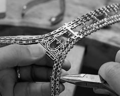 A Louis Vuitton artisan works on the Champs Elysées necklace. Artisan Works, Paris, Jewellery Sketches, Jewelry Sketch, Jewelry Making Tutorials, Jewellery Making, Engraved Jewelry, Vintage Louis Vuitton, Turquoise Earrings