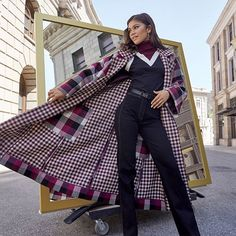 Shop Women's New Arrivals from Tommy Hilfiger. Classic, American cool style with a modern twist—explore our latest in apparel, shoes, accessories and more. Pull Tommy Hilfiger, Mode Zendaya, Zendaya Style, Zendaya Fashion, Fashion Outfits, Power Dressing, Sweat Shirt, Boyfriends, Vestidos