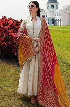 Party Wear Indian Dresses, Indian Fashion Dresses, Indian Gowns Dresses, Dress Indian Style, Indian Wedding Outfits, Indian Outfits, Indian Fashion Salwar, Salwar Suits Party Wear, Indian Fashion Trends