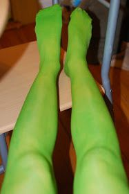 If You Give a Girl a Needle: Dyeing Pantyhose with Kool-Aid & Food Coloring :: Tutorial!