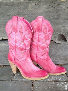 Pink Cowgirl Boots. Oh Yeah!-http://www.minkandmanure.ca/products/Pink-Denver-Boots.html
