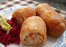 Smažené pirohy s kuřecím masem Cornbread, Food And Drink, Ethnic Recipes, Millet Bread, Corn Bread