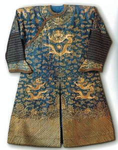 File:Chinese summer court robe ('dragon robe'), c. 1890s, silk gauze couched in gold thread, East-West Center.jpg