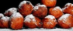 Oliebollen - Dutchies eat this at NYE, they're yummy Dutch Recipes, Sweet Recipes, Good Food, Yummy Food, Fodmap Recipes, Party Snacks, Brunch, Food And Drink, Favorite Recipes