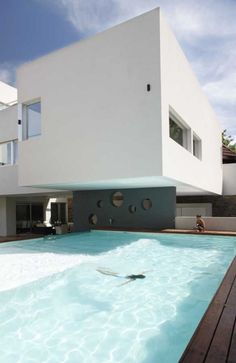 wow...great modern feel to this pool and home!