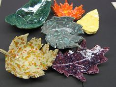 Wonderful Leaf Bowls DIYs. This is a suprisingly easy craft that you can make with a kiln, air drying clay or salt dough. Beautiful Leaf Bowls.