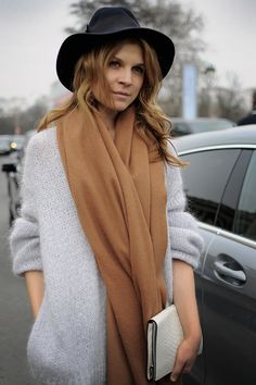 A simple cosy look, slightly baggy soft knit jumper, long silky scarf and to put the icing on the cake a fabulous black fedora hat.