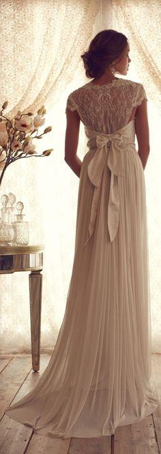 En riomar fotógrafos nos gusta este elegante vestido de novia. http://riomarfotografosdeboda.com