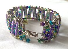 Peacock & Purple Safety Pin Bracelet di PerfectlyUnraveled su Etsy