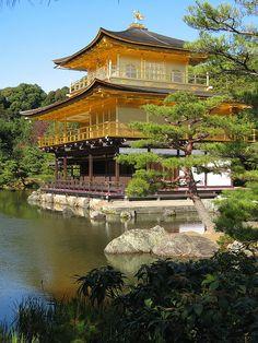 Kinkaku-ji Temple in Kyoto, Japan (by vfowler).