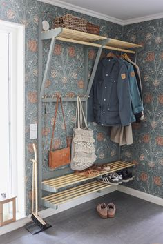 💚Regram 💚 Tänk att kliva in genom dörren och möt Decorating Your Home, Interior Decorating, Interior Design, Swedish Cottage, Bedroom Closet Storage, Colour Schemes, Boho Decor, Home Deco, Home Goods