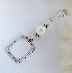 Wedding Bouquet Charms, Wedding Bouquets, Star Wedding, Wedding Day, Wedding Bride, Thoughtful Bridal Shower Gifts, Small Picture Frames, Wedding People, Photo Charms