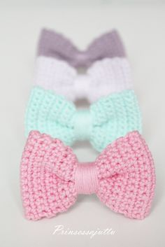 Kortney McQuade see told you I had a list. But I bet mom could make these. They would be cute half hair bows Crochet Bow Pattern, Love Crochet, Crochet Gifts, Beautiful Crochet, Diy Crochet, Crochet Patterns, Crochet Hair Bows, Crochet Hair Accessories, Crochet Hair Styles