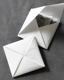 Favors : Origami Tea Packets (Martha Stewart Weddings)