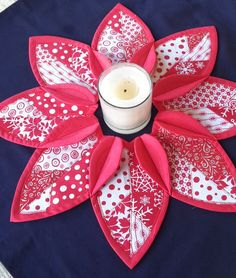 Handmade Folded Leaf Wreath Candle Mat Centerpiece Christmas Table Topper Country Santa by OutaAfrica on Etsy Christmas Ornament Crafts, Christmas Ornaments To Make, Christmas Sewing, Shabby Chic Christmas Decorations, Christmas Centerpieces, Homemade Quilts, Baby Girl Quilts, Wreath Crafts, Quilt Kits