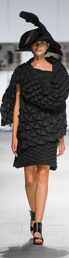 Issey Miyake Spring 2015 Ready-to-Wear