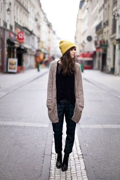 The Street Style Mode Style, Style Me, Simple Style, Yellow Beanie, Maxi Cardigan, Beige Cardigan, Oversized Cardigan, Long Cardigan, Street Style