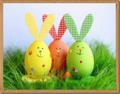 Easily done egg-bunnies to enrich your easter deco Holiday Crafts For Kids, Bunny Crafts, Easter Crafts For Kids, Cool Easter Eggs, Easter Bunny Eggs, Easter Egg Designs, Diy Ostern, Easter Colors, Coloring Easter Eggs